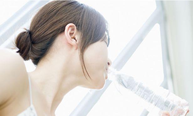 疼痛,表示身体缺水!医学博士建议这样喝水哦