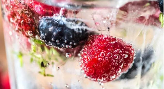不喝网红饮料改喝果汁更健康?营养师说:不加糖一样会胖